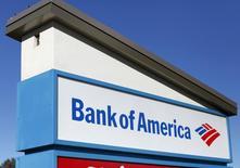 Bank of America fait état mercredi d'un bénéfice meilleur que prévu au troisième trimestre 2014 de 3,4 milliards de dollars (2,5 milliards d'euros), à la faveur d'une nouvelle chute des provisions passées pour pertes sur crédits. /Photo prise le 14 janvier 2014/REUTERS/Mike Blake