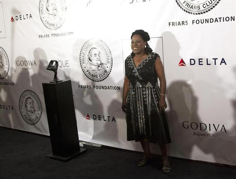 Singer Sharon Jones poses as she arrives before The Friars Club and Friars Foundation honored Tom Cruise with the Entertainment Icon Award at the Waldorf Astoria in New York June 12, 2012. REUTERS/Andrew Kelly