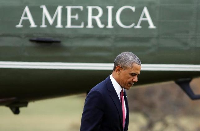 U.S. President Barack Obama steps off Marine One after landing on the South Lawn of the White House in Washington, January 15, 2014. REUTERS/Larry Downing