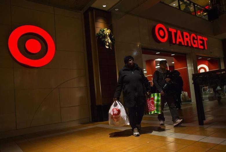 People shop at a Target store during Black Friday sales in the Brooklyn borough of New York, November 29, 2013. Black Friday, the day following Thanksgiving Day holiday, has traditionally been the busiest shopping day in the United States. REUTERS/Eric Thayer