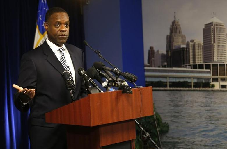 Detroit Emergency Manager Kevyn Orr addresses the media following a ruling by U.S. District Judge Steven Rhodes that Detroit is eligible for the biggest municipal bankruptcy in U.S. history in Detroit, Michigan December 3, 2013. REUTERS/Rebecca Cook