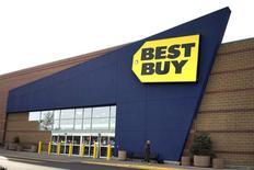 Foto del jueves de una tienda de Best Buy en Westminster, Colorado. Ene 16, 2014. Best Buy Co Inc reportó una caída en las ventas e ingresos totales en sus tientas de Estados Unidos durante la temporada de fiestas de fin de año, lo que desplomó las acciones más de un 30 por ciento en las primeras operaciones. REUTERS/Rick Wilking