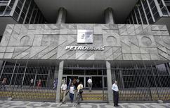 """Sede da Petrobras no Rio de Janeiro. A diretoria executiva da Petrobras aprovou um plano de incentivo a desligamentos voluntários de funcionários, """"visando contribuir para o alcance das metas de desempenho do Plano de Negócios e Gestão"""", segundo comunicado divulgado nesta sexta-feira. 24/09/2010. REUTERS/Bruno Domingos"""