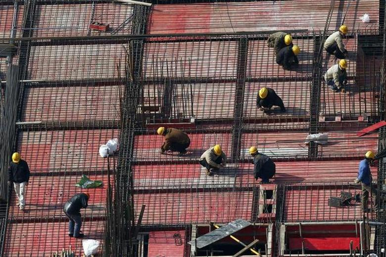 Labourers work at a construction site in Shanghai, January 16, 2014. REUTERS/Aly Song