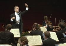 Italian conductor Claudio Abbado conducts the Berliner Philharmonic Orchestra during rehearsal in Rome's Santa Cecilia Auditorium February 8, 2001.