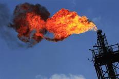 La hausse de la demande mondiale de pétrole va s'accélérer cette année à mesure que la reprise économique prend de l'ampleur, l'offre n'allant de ce fait pas pouvoir suivre malgré le niveau record que devrait atteindre en 2014 la production aux Etats-Unis, selon l'Agence internationale de l'énergie. /Photo d'archives/REUTERS/Henry Romero