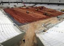 Área interna da Arena da Baixada, em preparação para a Copa do Mundo de 2014, em Curitiba. O governo federal está empenhado em garantir a permanência na Copa do Mundo de 2014 do estádio Arena da Baixada, em Curitiba, afirmou o ministro do Esporte, Aldo Rebelo, nesta terça-feira. 11/12/2013. REUTERS/Gary Hershorn