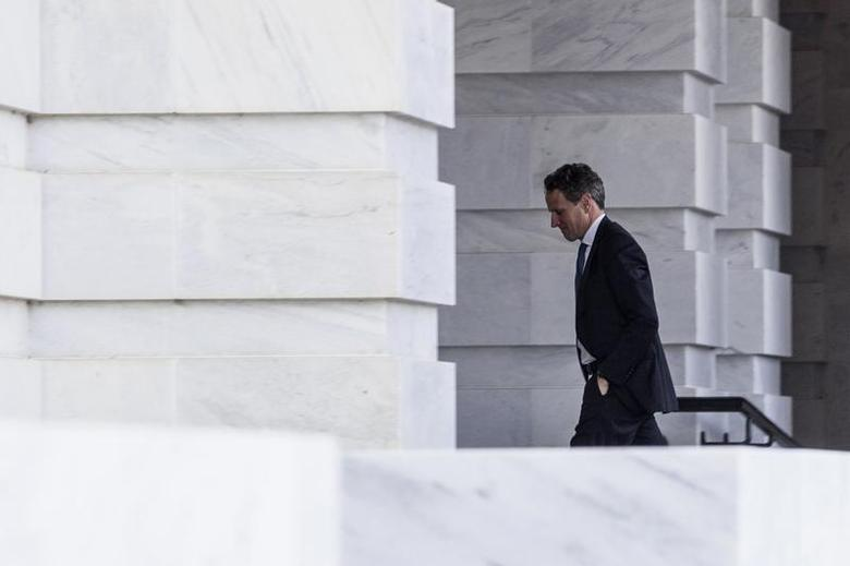 U.S. Treasury Secretary Timothy Geithner arrives at the U.S. Capitol Building before a meeting with House Minority Leader Nancy Pelosi (D-CA) on Capitol Hill in Washington D.C. November 29, 2012. REUTERS/Benjamin Myers