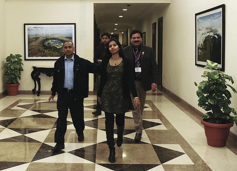 Indian diplomat Devyani Khobragade (C) arrives with her father Uttam Khobragade (L) at Maharashtra Sadan state guesthouse in New Delhi January 10, 2014. REUTERS/Stringer