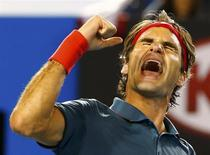Roger Federer of Switzerland celebrates defeating Andy Murray of Britain in their men's singles quarter-final tennis match at the Australian Open 2014 tennis tournament in Melbourne January 22, 2014. REUTERS/Petar Kujundzic