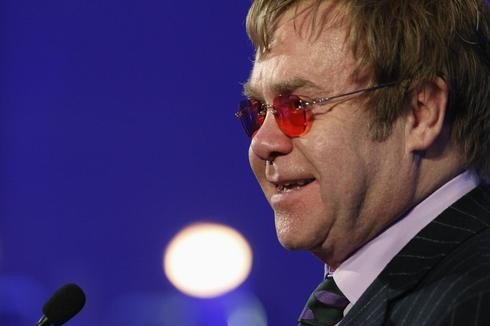 Elton John rebukes Russia's anti-gay law, cites Moscow visit