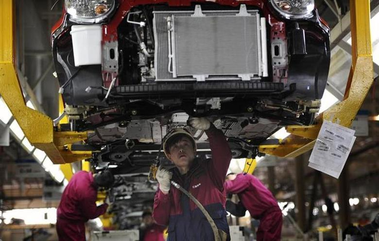 Employees work at a production line of an automobile factory in Hefei, Anhui province, January 9, 2014. REUTERS/Stringer