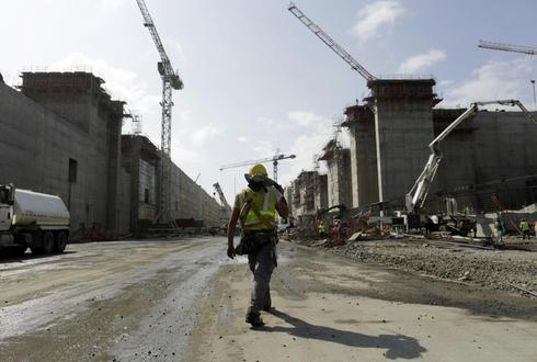 Halt in expansion of Panama Canal could cause major delays: arbitrators