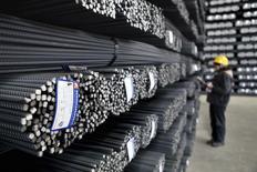 """L'activité industrielle s'est contractée en Chine au mois de janvier pour la première fois en six mois, en raison notamment d'une diminution des commandes nouvelles, selon la version """"flash"""" de l'indice PMI de Markit/HSBC, qui tend à confirmer que le ralentissement entrevu fin 2013 trouve un prolongement en ce début d'année. /Photo prise le 24 décembre 2013/REUTERS"""