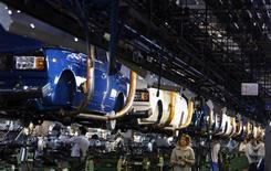 AvtoVAZ, le premier constructeur automobile russe, prévoit de supprimer 2.500 postes et de ne pas remplacer un nombre équivalent de départs cette année pour tenter de renouer avec la rentabilité malgré la baisse du marché. /Photo d'archives/REUTERS/Denis Sinyakov