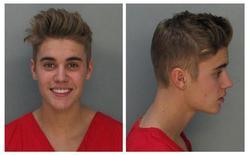 Combinação de fotos do cantor Justin Bieber fornecidas pelo Departamento de Correções e Reabilitação de Miami-Dade, Flórida, nos Estados Unidos, nesta quinta-feira. 23/01/2014 REUTERS/Divulgação
