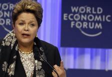 Presidente Dilma Rousseff durante discurso no Fórum Econômico Mundial em Davos, na Suíça. Dilma afirmou nesta sexta-feira, em discurso no Fórum Econômico Mundial em Davos (Suíça), que os países emergentes continuarão a ter papel estratégico no cenário mundial, ressaltando que o Brasil precisa e quer investimentos privados, nacionais e externos. 24/01/2014. REUTERS/Ruben Sprich