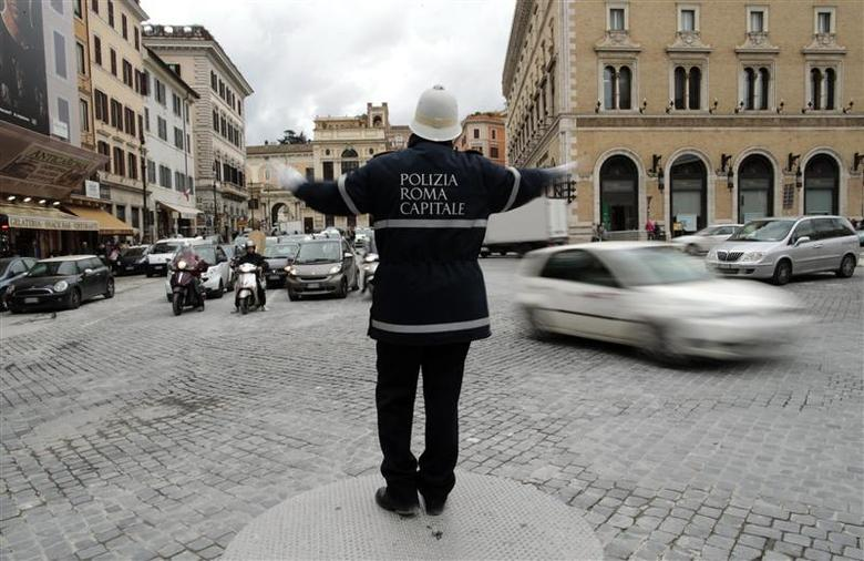 A policeman gestures as he directs traffic in downtown Rome January 24, 2014. REUTERS/Tony Gentile