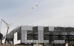 A Arena da Baixada, sendo reformada para a Copa do Mundo de 2014 em Curitiba. A Fifa tem se esforçado para esconder a irritação com os problemas nos preparativos do Brasil para a Copa do Mundo deste ano, mas a entidade que comanda o futebol mundial não pode dizer que não foi alertada. 21/01/2014 REUTERS/Rodolfo Buhrer