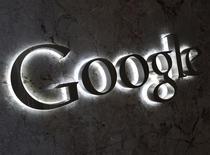 El logo de Google en las oficinas de la firma en Toronto, sep 5 2013. Un tribunal de Alemania ordenó a Google bloquear en ese país los resultados de búsqueda que vinculan a fotos de una fiesta sexual en la que participó el ex presidente de la Federación Internacional del Automóvil (FIA) Max Mosley. REUTERS/Chris Helgren