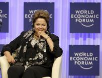 La presidenta de Brasil, Dilma Rousseff, en el Foro Económico Mundial en Davos, Suiza, ene 24 2014. La presidenta de Brasil, Dilma Rousseff, defendió el viernes el compromiso de su Gobierno para manejar la decaída economía del país, pero no ofreció medidas concretas para calmar a los inversores. REUTERS/Ruben Sprich