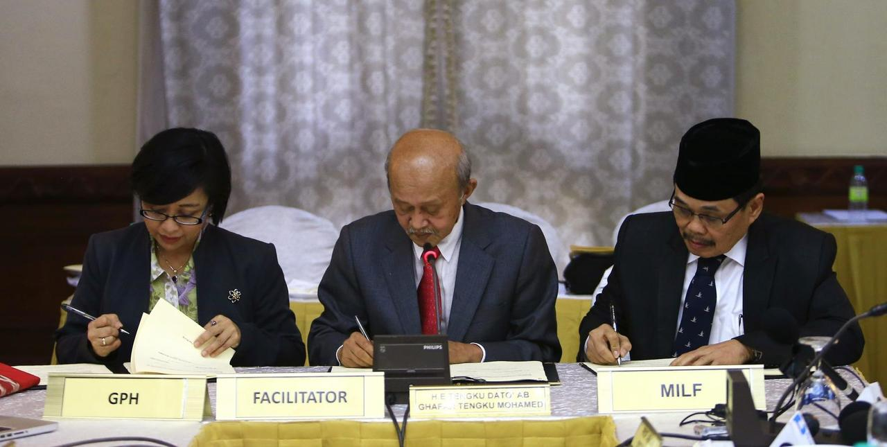 Philippines Muslim Rebels Agree To Peace In Comprehensive Pact