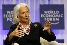 """La directrice générale du Fonds monétaire internationale, Christine Lagarde, juge au Forum économique mondial de Davos, que l'inflation dans les pays de la zone euro est """"bien en-dessous de l'objectif"""" fixé par la BCE et que le bloc monétaire court un risque potentiel de déflation. /Photo prise le 25 janvier 2014/REUTERS/Ruben Sprich"""