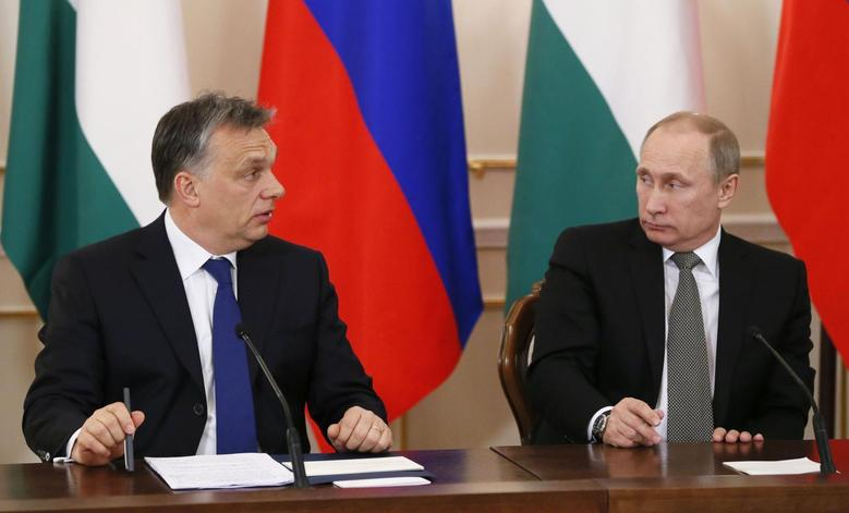 Russia's President Vladimir Putin (R) and Hungary's Prime Minister Viktor Orban attend a meeting at the Novo-Ogaryovo state residence outside Moscow January 14, 2014. REUTERS/Yuri Kochetkov/Pool