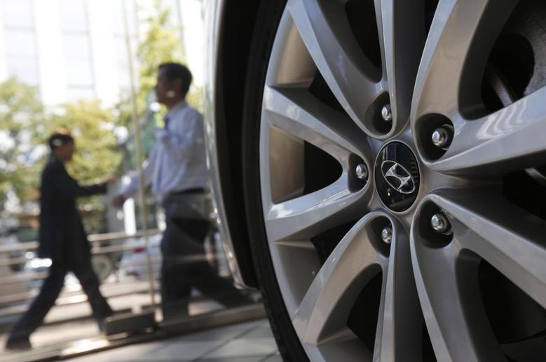 The logo of Hyundai Motor Co. is seen on a wheel of a car at a Hyundai dealership in Seoul October 21, 2013. REUTERS/Kim Hong-Ji
