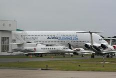The Airbus A380, the world's largest jerliner with a wingspan of almost 80 meters (yards), is seen on the tarmac near the structre which the plane touched, damaging its right-hand wing-tip, on the eve of the opening of the Paris Air Show in Le Bourget, near Paris, June 19, 2011 file photo. REUTERS/Niek van der Zande