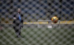 International Olympic Committee (IOC) President Thomas Bach kicks a soccer ball during a visit to Maracana stadium in Rio de Janeiro January 22, 2014. REUTERS/Ricardo Moraes