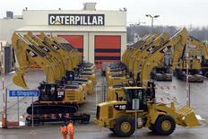 Unas máquinas de Caterpillar en una fábrica en Gosselies, Bélgica, feb 28 2013. Caterpillar Inc reportó el lunes utilidades trimestrales más fuertes a lo esperado, debido a que la mayor fabricante de maquinaria para construcción y minería redujo fuertemente sus costos para contrarrestar las débiles ventas de su unidad de equipos para remoción de tierra. REUTERS/Eric Vidal/Files