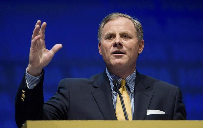 U.S. Senator Richard Burr speaks during the National Rifle Association's 139th annual meeting in Charlotte, North Carolina May 14, 2010. REUTERS/Chris Keane