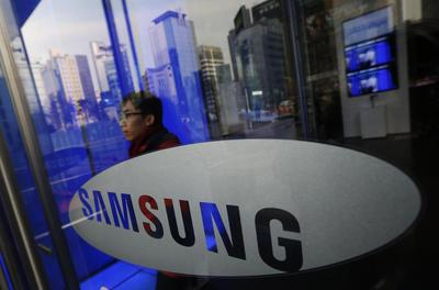 Samsung sets new smartphone sales record in fourth quarter, widens lead over Apple: report