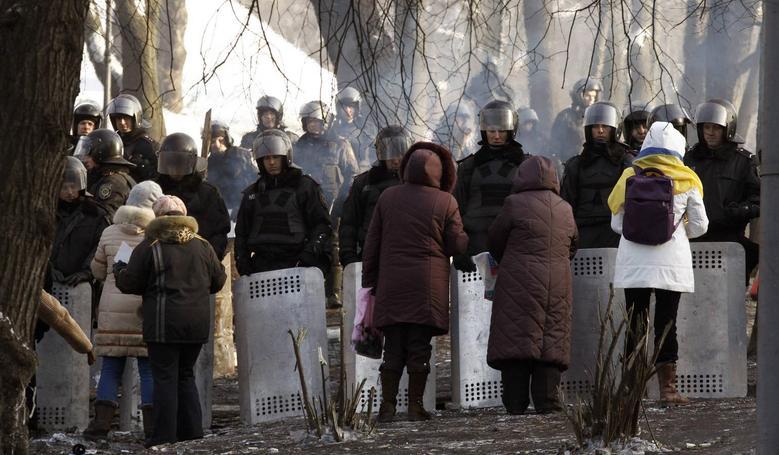 Ukraine's Yanukovich, opposition agree to scrap...