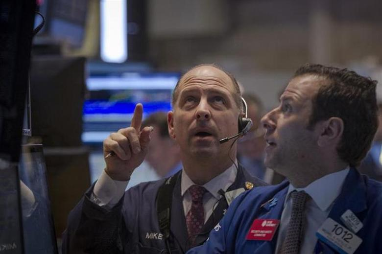 Traders work on the floor of the New York Stock Exchange January 27, 2014. REUTERS/Brendan McDermid/Files