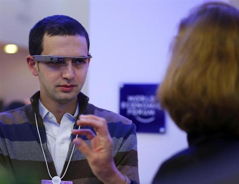 Reuters journalist Zachary Goelman wears Google glasses during his interview with Israel's Justice Minister Tzipi Livni (R) at the annual meeting of the World Economic Forum (WEF) in Davos January 24, 2014. REUTERS/Denis Balibouse