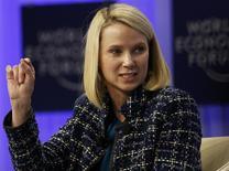 La presidente ejecutiva de Yahoo, Marissa Mayer, en el Foro Económico Mundial en Davos, Suiza, ene 25 2014. Las acciones de Yahoo Inc bajaron un 7,5 por ciento ya que la caída de los ingresos de la firma moderó la confianza de inversores en los esfuerzos de recuperación de la presidente ejecutiva Marissa Mayer, lo que llevó a varios analistas a recortar sus estimaciones de precios objetivos de la compañía. REUTERS/Ruben Sprich