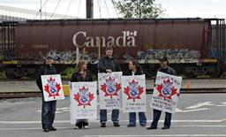 Picketers stand at the entrance to the CP Rail yards in Coquitlam, British Columbia May 23, 2012. REUTERS/Andy Clark