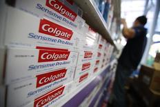 Colgate-Palmolive, leader mondial du dentifrice, a annoncé jeudi une baisse de 6% de son bénéfice trimestriel, conséquence d'un dollar fort. /Photo d'archives/REUTERS/Jorge Silva
