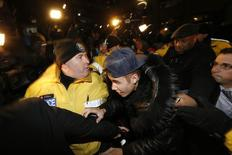 O cantor Justin Bieber chega a delegacia em Toronto, Canadá. 29/01/2014 REUTERS/Alex Urosevic