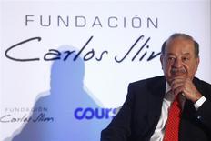 El magnate mexicano Carlos Slim durante el lanzamiento de una plataforma digital en el museo Soumaya en Ciudad de México, ene 29 2014. Slim, dueño de América Móvil, continuaría este año su avance transatlántico sobre empresas telefónicas europeas con un intento por obtener el control mayoritario de Telekom Austria, dijeron fuentes de bancos y de la industria. REUTERS/Edgard Garrido