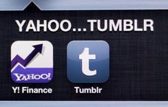 """Foto de archivo con la imagen de las aplicaciones de Yahoo y Tumblr en un iPhone. May 20, 2013. Yahoo Inc dijo el jueves en un comunicado que hubo un """"esfuerzo coordinado"""" para vulnerar cuentas de usuarios del servicio de correo electrónico Yahoo Mail mediante el uso de un software informático malicioso, para obtener una lista de nombres de usuario y contraseñas. REUTERS/Antonio Bronic"""