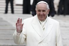 Pope Francis waves as he leads the general audience in Saint Peter's Square at the Vatican January 29, 2014. REUTERS/Tony Gentile