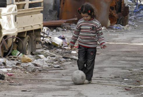 Homs is pawn in complex Syria talks amid reports of starvation