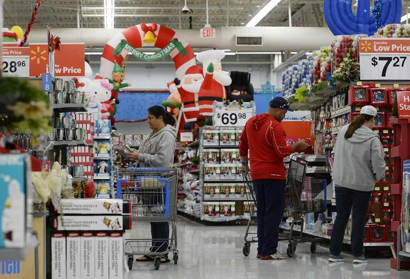 wal mart outlook hit by store closings food stamp cuts - Stores Open On Christmas 2014