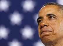 El presidente de Estados Unidos, Barack Obama, en una visita a la planta de gas Waukesha de General Electric en Waukesha, EEUU, ene 30 2014. El presidente Barack Obama se reunía el viernes con los líderes de más de 20 grandes compañías que han aceptado no discriminar a aquellas personas que llevan un tiempo largo sin empleo, parte de sus iniciativas para disminuir la tasa de desempleo en Estados Unidos. REUTERS/Larry Downing