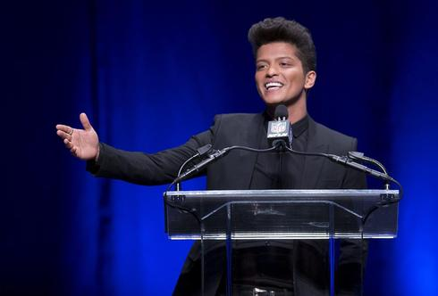 No trapeze here: Bruno Mars hopes to get Super Bowl crowd dancing