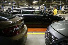 Opel, la filiale européenne de General Motors, a annoncé samedi la signature d'un accord collectif avec les personnels des sites de Rüsselsheim (photo), de Kaiserslautern et d'Eisenach, accord qui prévoit une garantie de l'emploi jusqu'en 2018. /Photo d'archives/REUTERS/Ralph Orlowski