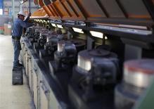 La croissance du secteur manufacturier américain a fortement ralenti en janvier, tombant à son plus bas niveau en huit mois, la croissance des nouvelles commandes ayant une baisse sans précédent depuis 33 ans, selon l'enquête de l'Institute for Supply Management (ISM). /Photo d'archives/REUTERS/Tomas Bravo